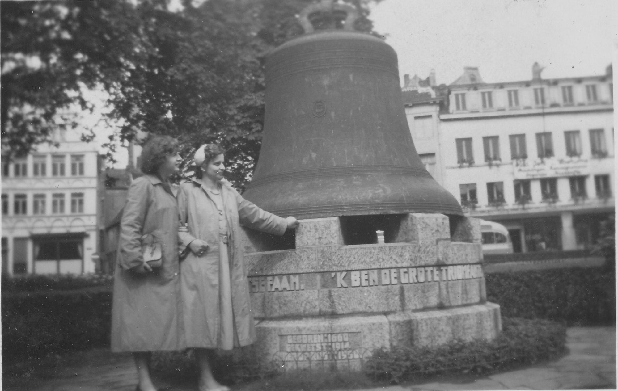 Joanne met een vriendin in Gent